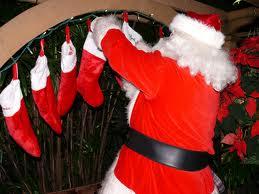 Santa_filling_stocking